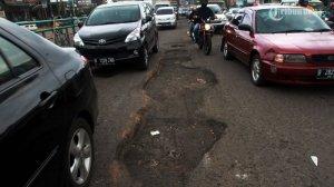 20140201_215045_jalan-rusak-di-jalan-abdullah-safei-raya